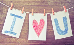 Les cartes de photo avec la main écrivent l'amour u des textes I Images stock