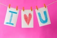 Les cartes de photo avec la main écrivent l'amour u des textes I Images libres de droits