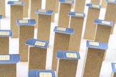 Les cartes de SIM pour le téléphone sont sur les colonnes verticales de la forme rectangulaire image libre de droits