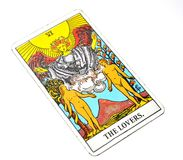 Les cartes de tarot d'amants aiment l'affection d'associations de choix Photos stock