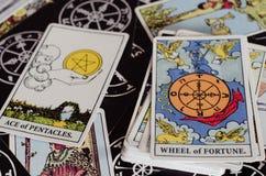 Les cartes de tarot - la roue de la fortune et d'autres bonnes cartes de signification images stock
