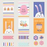 Les cartes de voeux de Pâques ont placé avec les lapins mignons, oeufs, fleurs Images libres de droits