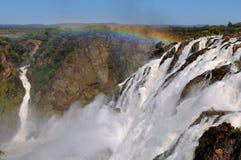 Les cascades à écriture ligne par ligne de Ruacana, Namibie Image stock
