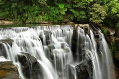 Les cascades à écriture ligne par ligne shifen dedans Taiwan Photographie stock