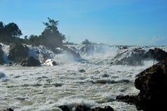 Les cascades puissantes de Khone Phapheng près de Don Det Image stock