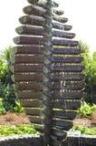 Les cascades sculptent avec de l'eau versant là-dessus Photo stock