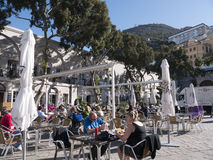 Les Casemates ajustent sur le rocher de Gibraltar à l'entrée à la mer Méditerranée Photographie stock libre de droits