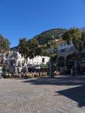 Les Casemates ajustent sur le rocher de Gibraltar à l'entrée à la mer Méditerranée Image stock