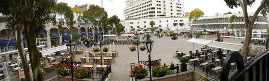 Les Casemates ajustent sur le rocher de Gibraltar à l'entrée à la mer Méditerranée Images libres de droits