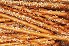 Les casse-croûte salés de casse-croûte de biscuit de batons de pain comme texture de fond crépitent Photo de nourriture Photographie stock libre de droits