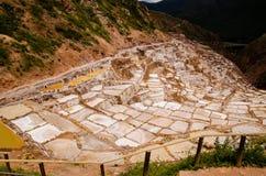 Les casseroles antiques de sel chez Maras Photographie stock libre de droits