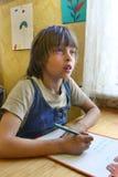 Les catégories élémentaires d'étudiant russe aux maths classent à l'école rurale Photographie stock libre de droits
