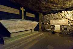 Les catacombes de Paris image stock