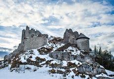 Les cendres médiévales de l'Ehrenberg se retranchent dans des Alpes du Tirol, Autriche, I Images libres de droits