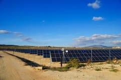 les centrales actionnent solaire photographie stock
