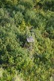Les cerfs communs aveuglent en bois employés par un chasseur de cerfs communs, chassant Photographie stock libre de droits