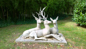 Les cerfs communs sculptent aux jardins de Joan Maragall à Barcelone, Espagne Photographie stock