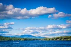 Les chaînes de montagne et le lac Winnipesaukee dans des déversoirs échouent, Laconia, Photos libres de droits