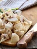 Les champignons de couche frais de champignons de paris ont découpé l'ââ en tranches Photo stock