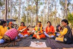 Les chanteurs de Baul exécutent chez Shantiniketan Images libres de droits