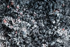 Les charbons de refroidissement du gril photographie stock