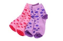 Les chaussettes des enfants d'isolement sur le fond blanc Photo stock