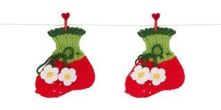 Les chaussettes des enfants sur une corde de toile. Image libre de droits