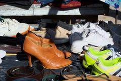 Les chaussures à vendre à une voiture rejettent la foire Image libre de droits