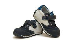 Les chaussures de bébé d'isolement sur le fond blanc Photo stock