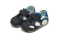 Les chaussures de bébé d'isolement sur le fond blanc Images libres de droits