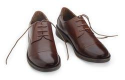 Les chaussures de l'homme de Brown d'isolement sur le fond blanc Image libre de droits