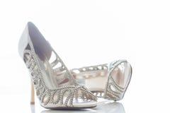 Les chaussures de la jeune mariée Photographie stock libre de droits