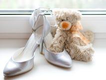 Les chaussures de la mariée Photo stock