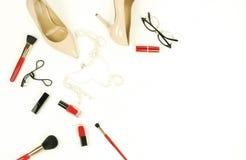 Les chaussures de talon haut de femmes pâlissent - le rose, couleur beige images stock