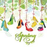Les chaussures des femmes colorées à la mode, feuilles de ressort Photographie stock libre de droits