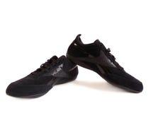 Les chaussures des femmes de couleur. Photo libre de droits