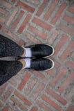 Les chaussures des femmes se préparent au voyage de vacances image libre de droits