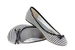 Les chaussures des filles sur le blanc. Images stock