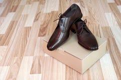 Les chaussures des hommes en cuir Images libres de droits