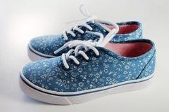 Les chaussures en caoutchouc de la fille Photo stock