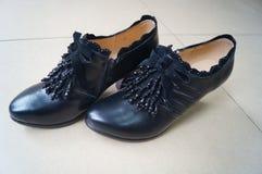 Les chaussures en cuir des femmes Photo libre de droits