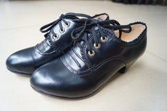 Les chaussures en cuir des femmes Image libre de droits