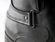 Les chaussures en cuir des hommes de couleur Photos stock