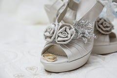 Chaussures et accessoires nuptiales Photo stock