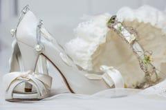 Chaussures et accessoires nuptiales Photographie stock libre de droits