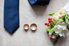 Les chaussures réglées de Butterfly de marié ceinture des accessoires du ` s d'hommes de montres de boutons de manchette Photos stock