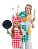 Les chefs team prêt à cuisiner - les enfants et leur mère Image stock