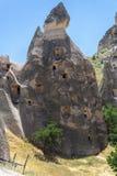 Les chemin?es f?eriques basculent des formations dans Cappadocia, Turquie centrale images stock