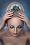 Les cheveux des femmes avec des pinces images libres de droits