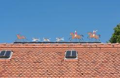 Les chiffres en métal chassent la scène avec le toit de chasseur, de cerfs communs et de chiens d'un domaine Photographie stock libre de droits